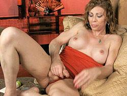 Jasmine masturbating. Hot MILF Jasmine Jewels playing with her huge penish
