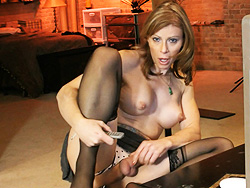 I am live session Super hot tranny MILF playing with herself.