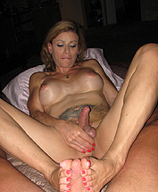 Amateur footjob. Lovely TMILF Jasmine Jewels giving a hot footjob