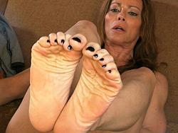 Seductive anus tease and pee. Hot TMILF Jasmine posing her tiny tasty feet